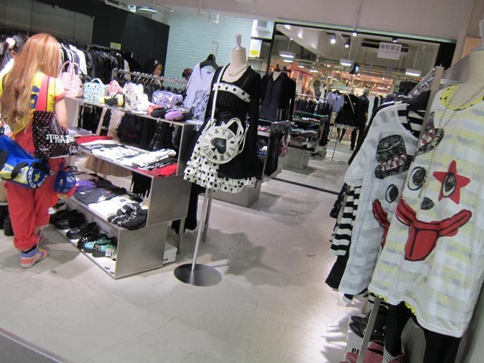 LAFORET DEPARTMENT STORE, HARAJUKU: WHERE TO BUY JAPANESE GOTHIC LOLITA PUNK CLOTHING, TOKYO FASHION. visual kei clothes, jrock style, plastic tree clothing line, h.naoto, hell cat punks, gothic lolita girls, harajuku clothes, gothic lolita clothing, shopping cute sweet loli, laforet harajuku, angelic pretty, putumayo, punk j-rock make fashion. gothic lolita bible scans, kawaii accessories, hair bows, cute necklaces, harajuku style, tokyo street fashion, japanese youth subcultures