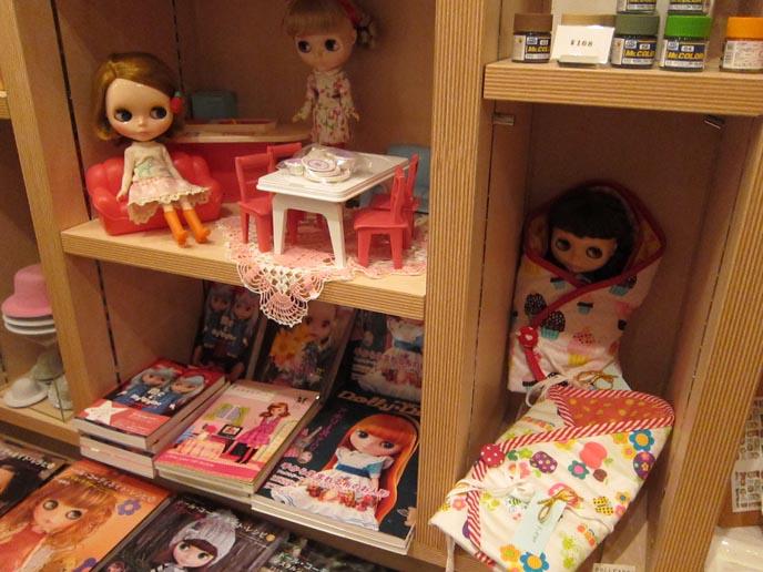JUNIE MOON, BLYTHE DOLL SHOP IN DAIKANYAMA, TOKYO. JAPANESE NAIL ART ...