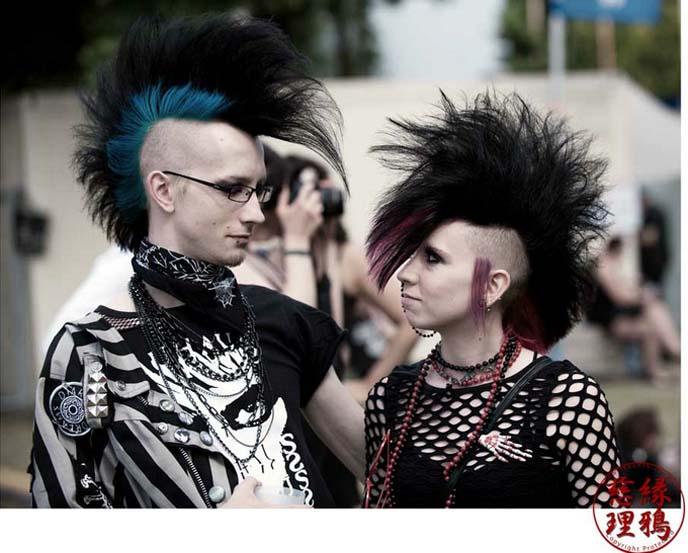 WAVE GOTIK TREFFEN clothing, fashion, wgt guests, 2012 goth music festival, wgt fashion, mohawks, mohawk hair style, punk hair, renaissance hat, medieval dresses, wave gothic treffen photos, steampunk couture, steampunk fashion, victorian picnic, aristocrat dresses, gothic lolitas germany, goth lolis, old school goth, 80s gothic, images, concerts, goth music festival, leipzig germany, wgt, wave gothic treffen, germany goth parties, goth music festival, designer pirate hat, GO WITH OH, goth travels, halloween festival, steampunk fashion, deathrockers, deathwave, wgt 2012