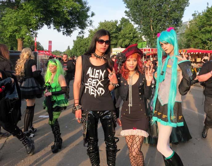 95fb9921833b3 Japanese Goth clubs: DecabarZ Tokyo & Suspiria horror bar! Odigo ...