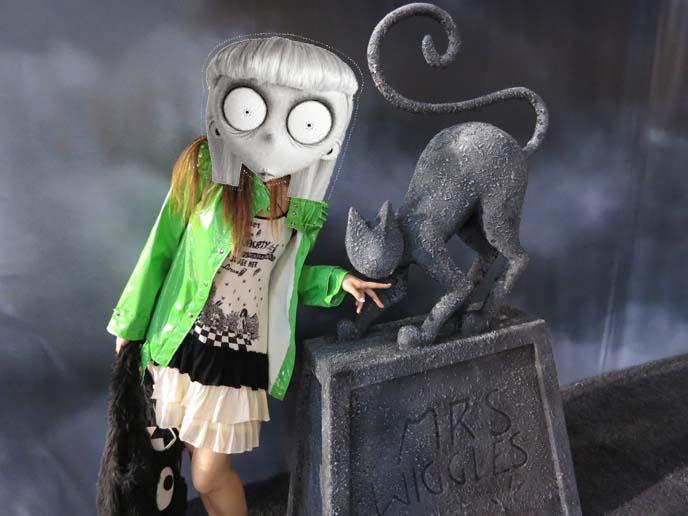 frankenweenie statues, frankenweenie posters, statue, sparky dog statue, weird girl, tim burton frankenweenie
