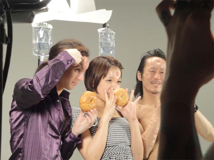 huffington post weird news, huff post weird news, bagel heads, japanese bagelheads, bagelhead, bagel head, japan saline forehead inflation, Anatomical Wonders, Japan, Video, Body Modification, Extreme Body Mods, weird Tokyo, Weird Photos & Videos, Weird News