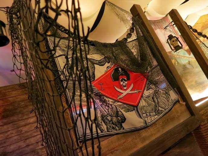 crazy hook pirate bar, pirate restaurant, pirate theme cafe, los angeles weird restaurants, world's weirdest restaurants, la theme bars, koreatown best food, los angeles alternative restaurants, pirate statue, korean food los angeles, crazy hook la, Korean Restaurant in Koreatown reviews, directions, address, events