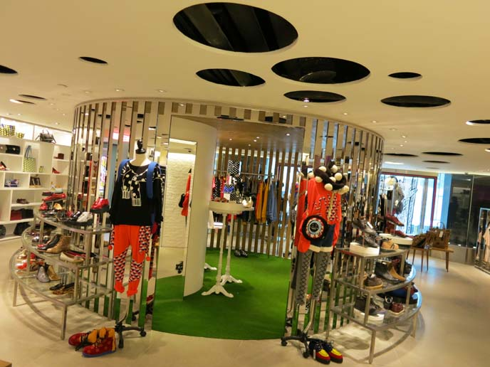 it izzue, i.t store hong kong, china fashion, chinese fashion bloggers, kawaii characters