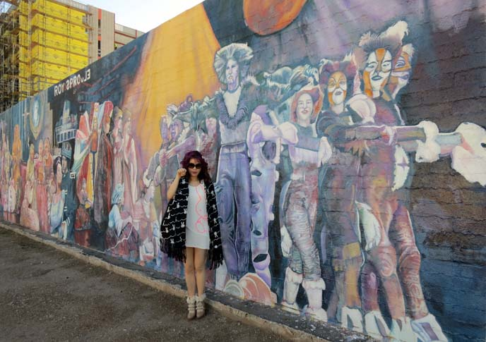 cats mural,  Valley Youth Theater, cats musical wall, asia fashion blog, phoenix arizona mural, colorful murals