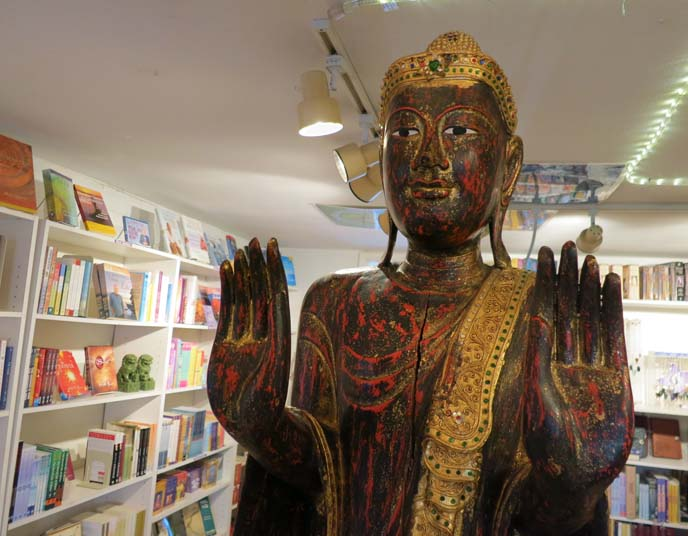 center for the new age, sedona new age store, crystals, buddha statue, Sedona, Arizona, New Age Center,