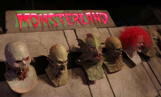 monsterland downtown Mesa, Arizona, us theme restaurants, Alien statues