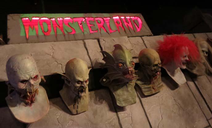 monsterland downtown Mesa, Arizona, us theme restaurants, Alien statues