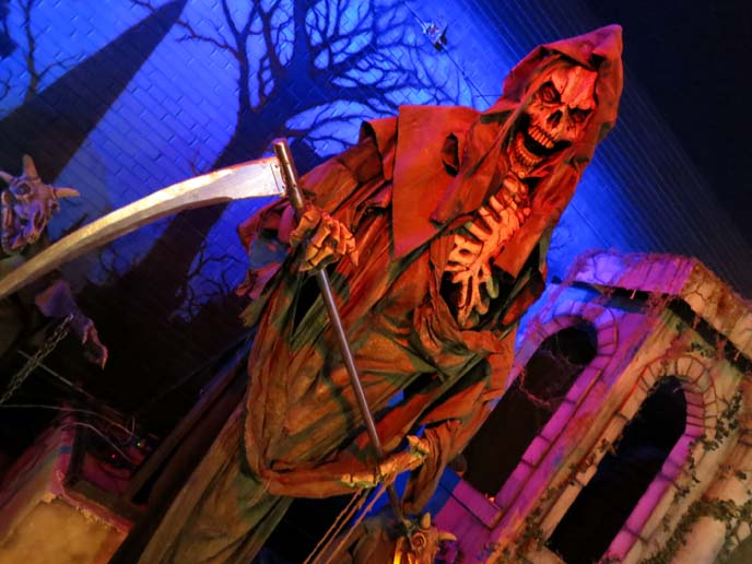 classic monsters, big moving monster statues, halloween decor, crazy theme restaurants