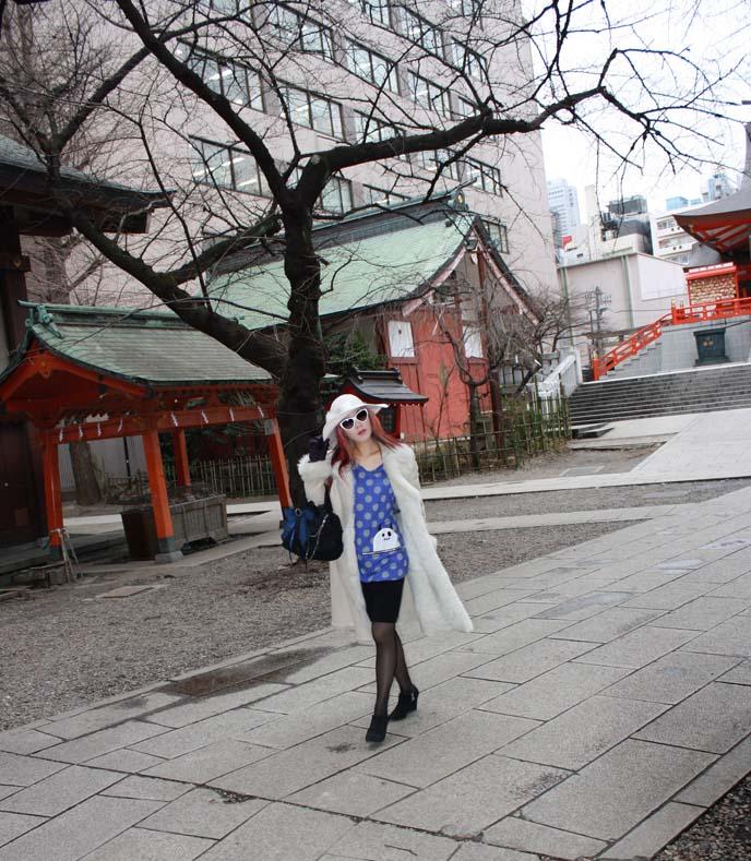 tokyo street style stars, japan fashion bloggers, shinjuku shinto shrine