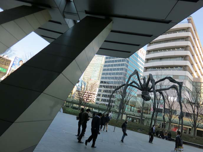 mori museum spider sculpture, maman spider statue, louise bourgeois, Roppongi Hills complex, giant spider sculpture