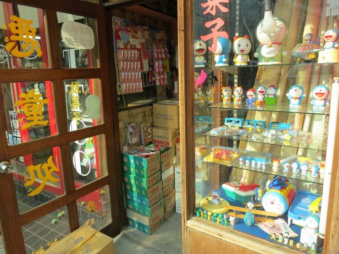 doraemon toys, tokyo cat shop