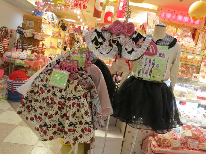 kawaii apron, cute tokyo aprons, lolita