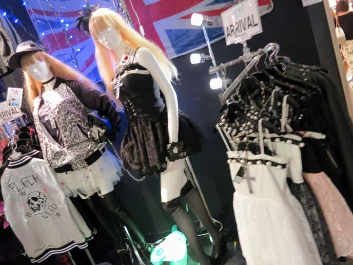gladnews dress, cross necklace, goth shibuya