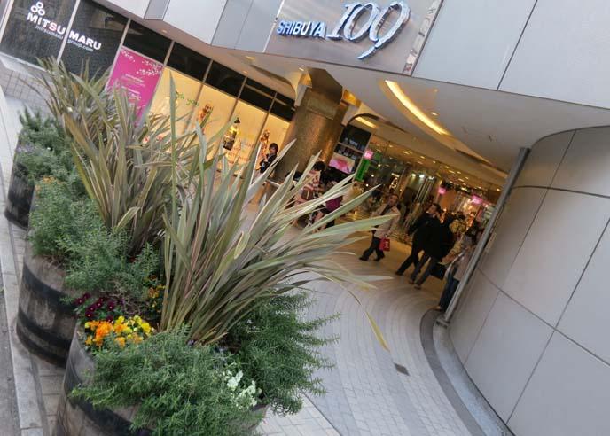 shibuya109, shopping mall, gyaru clothes