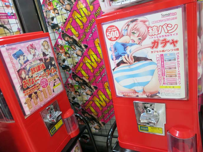 underwear vending machines, gashopon, gachopon