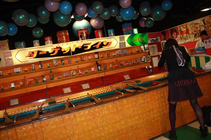 japanese shooting game, cork guns, shooting arcade