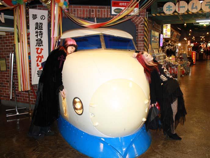 bullet train statue, japanese shinkansen
