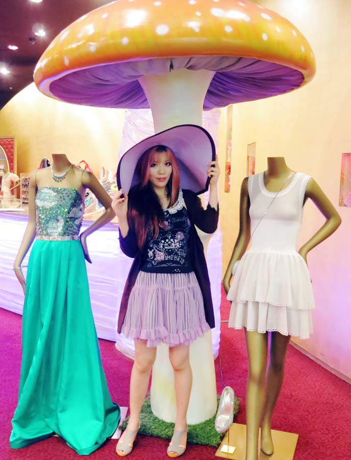 pastel goth, lavender skirt, large brim sun hat
