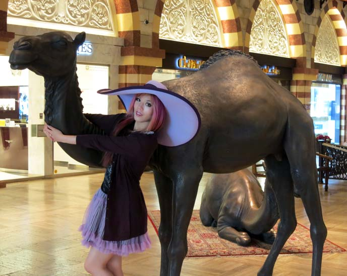 camel statue, dubai mall