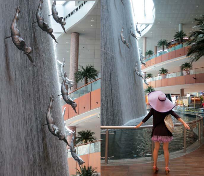 Dubai fountain, diver sculptures