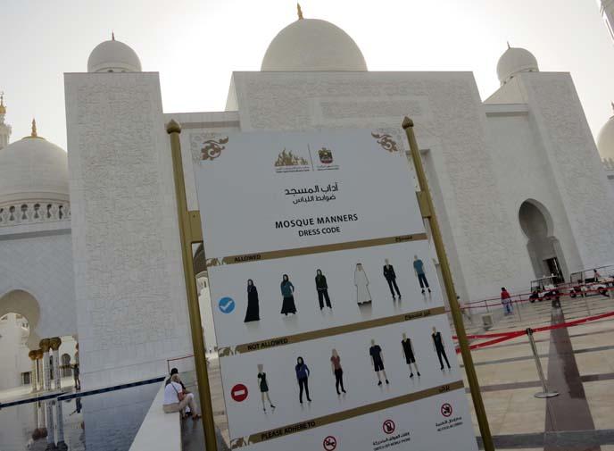 grand mosque dress code, robes
