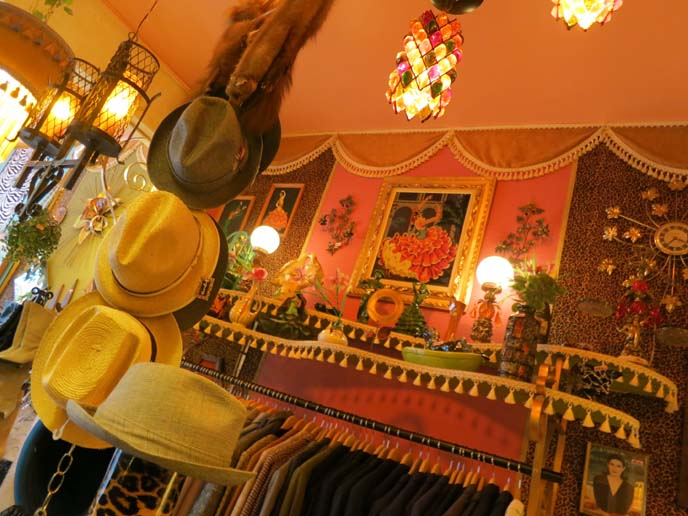 Montreal vintage shop, Kitsch 'n' Swell