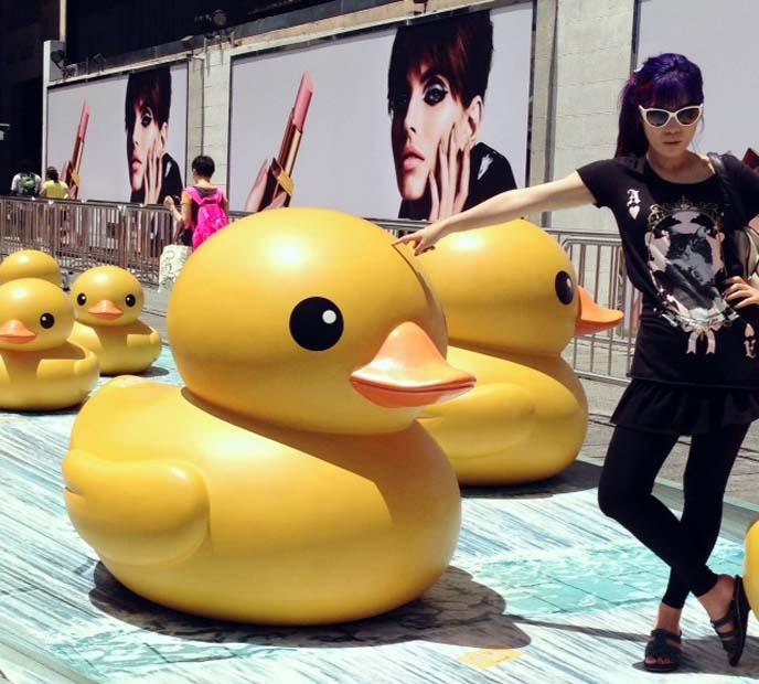 hong kong rubber duck deflates