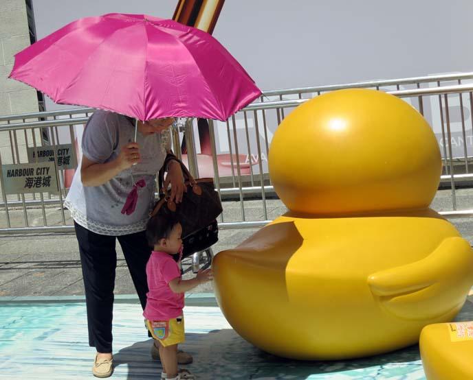 hong kong kids, chinese statue