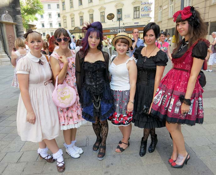 neo victorian fashion, lolita girls
