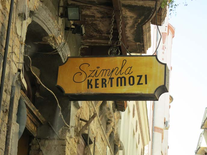 szimpla budapest, travel guide ruin pubs