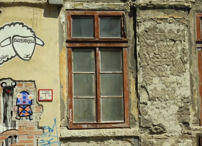 budapest district 7, wall graffiti artwork