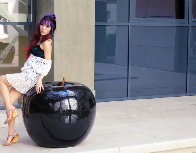 black apple sculpture, design hotel