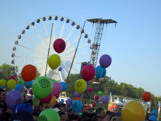sziget ferris wheel, balloons