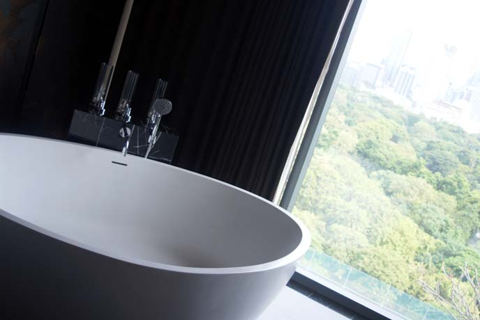 freestanding modern bathtub