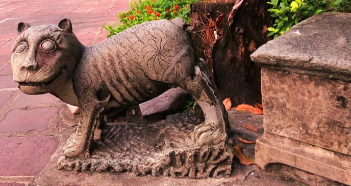 thai spirit animal statue, wat pho