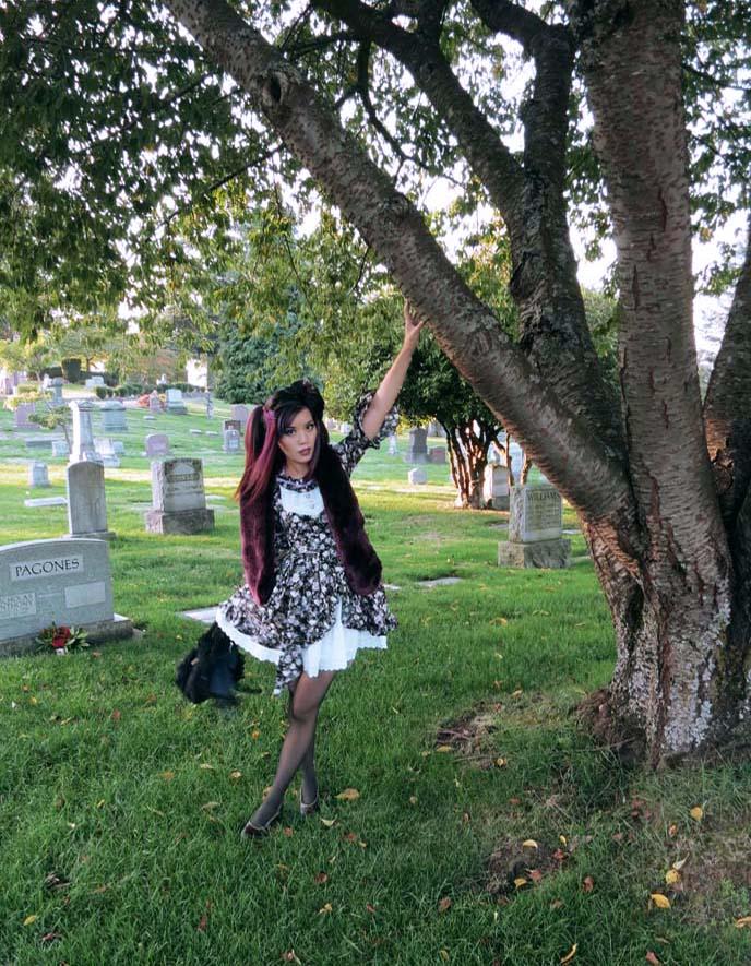 goth in cemetery, graveyard goths
