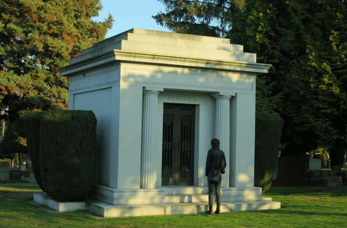 lake view mausoleum