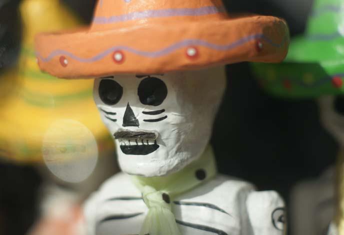 mexican skeleton sculpture