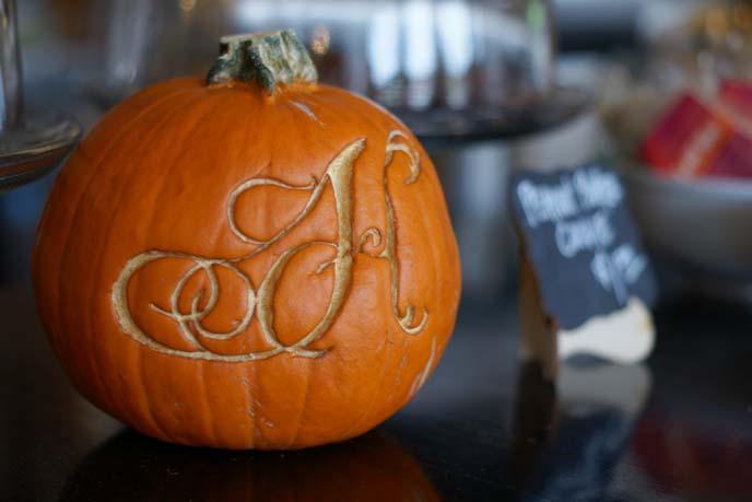 font initial pumpkin, cool hipster pumpkins
