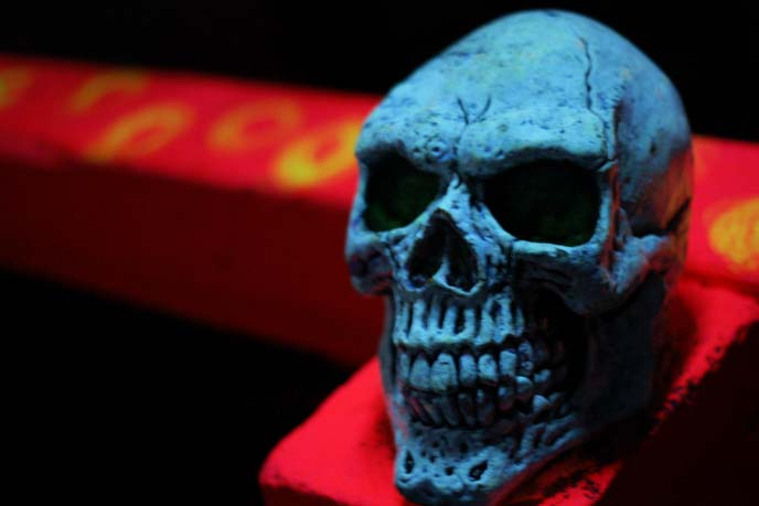 day-glo golf course, glowing skull