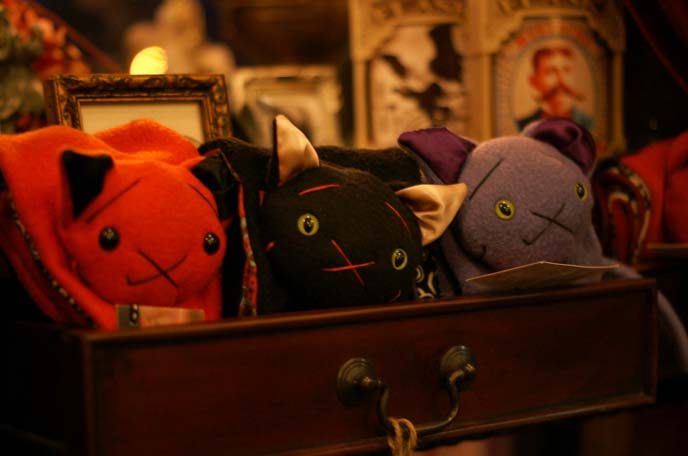vampire bat, kitty cat scarves