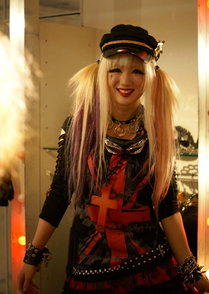 Tokyo fashion rocks avantgarde harajuku tights fernopaa punk shop girls la carmina blog Hard rock fashion style