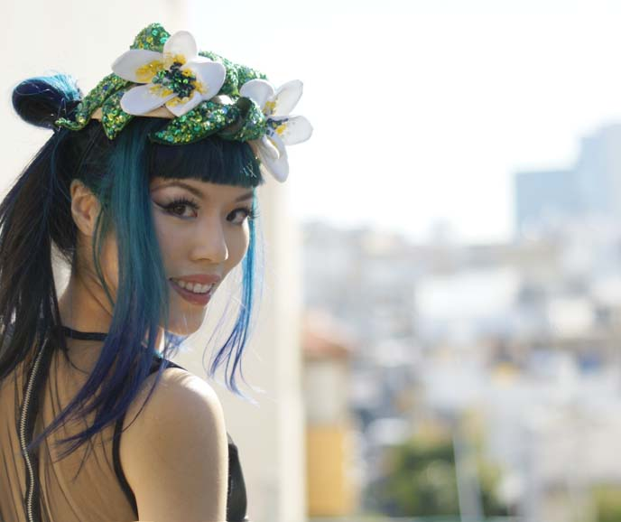 blue hair girl, harajuku street style