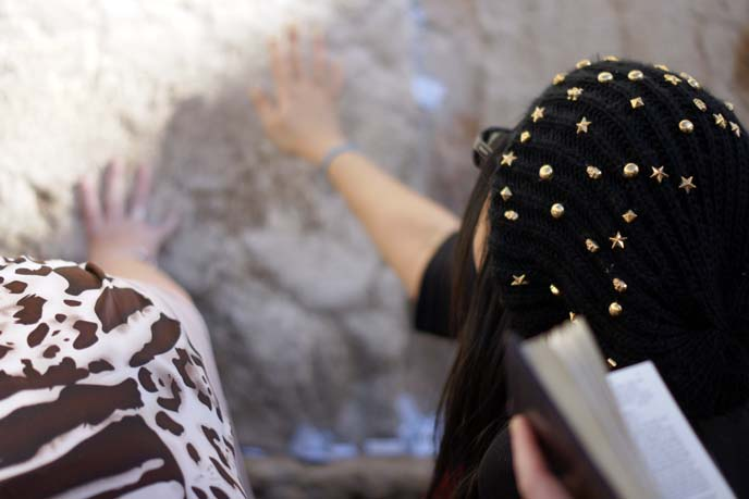 leaving a wish at western wall