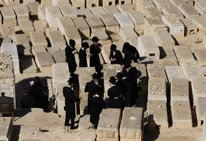 orthodox jew funeral, hasidim