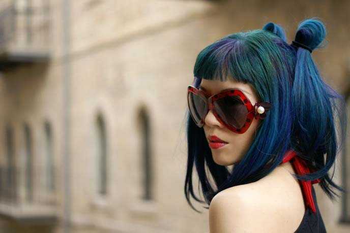 big sunglasses fashion blogger, blue hair color