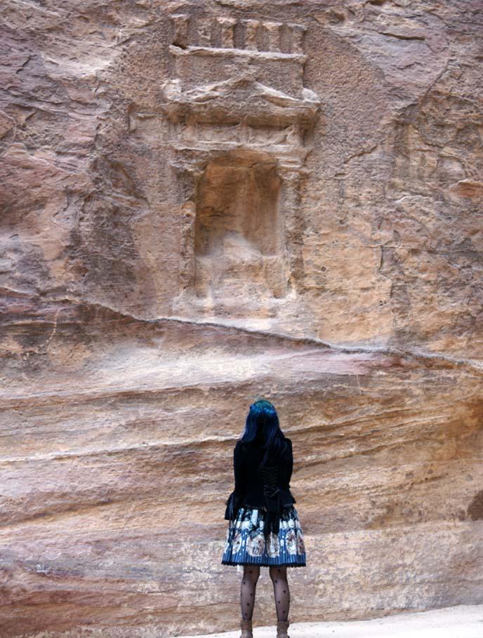 Nabataean gods, carved deities