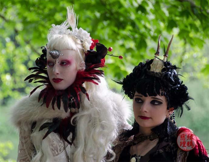 elizabethan goth fashion, adora batbrat