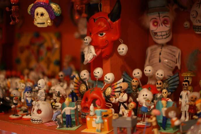 dia de los muertos skull figurines